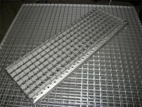 stufe-rost-mw-30x30-edelstahl